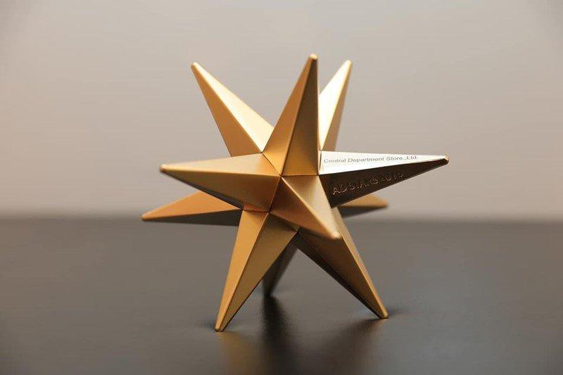 """คลิปวิดีโอ """"WORK HARD, SHOP HARDER"""" จากห้างเซ็นทรัล คว้ารางวัลเหรียญทอง ในเทศกาลโฆษณาระดับโลก """"2019 Ad Stars Award"""""""